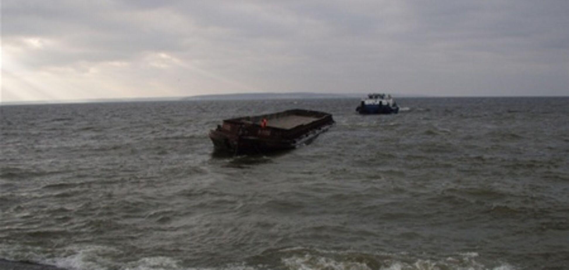 Экипаж буксира 'Нибулон-1' спас моряка и две баржи в Кременчугском водохранилище