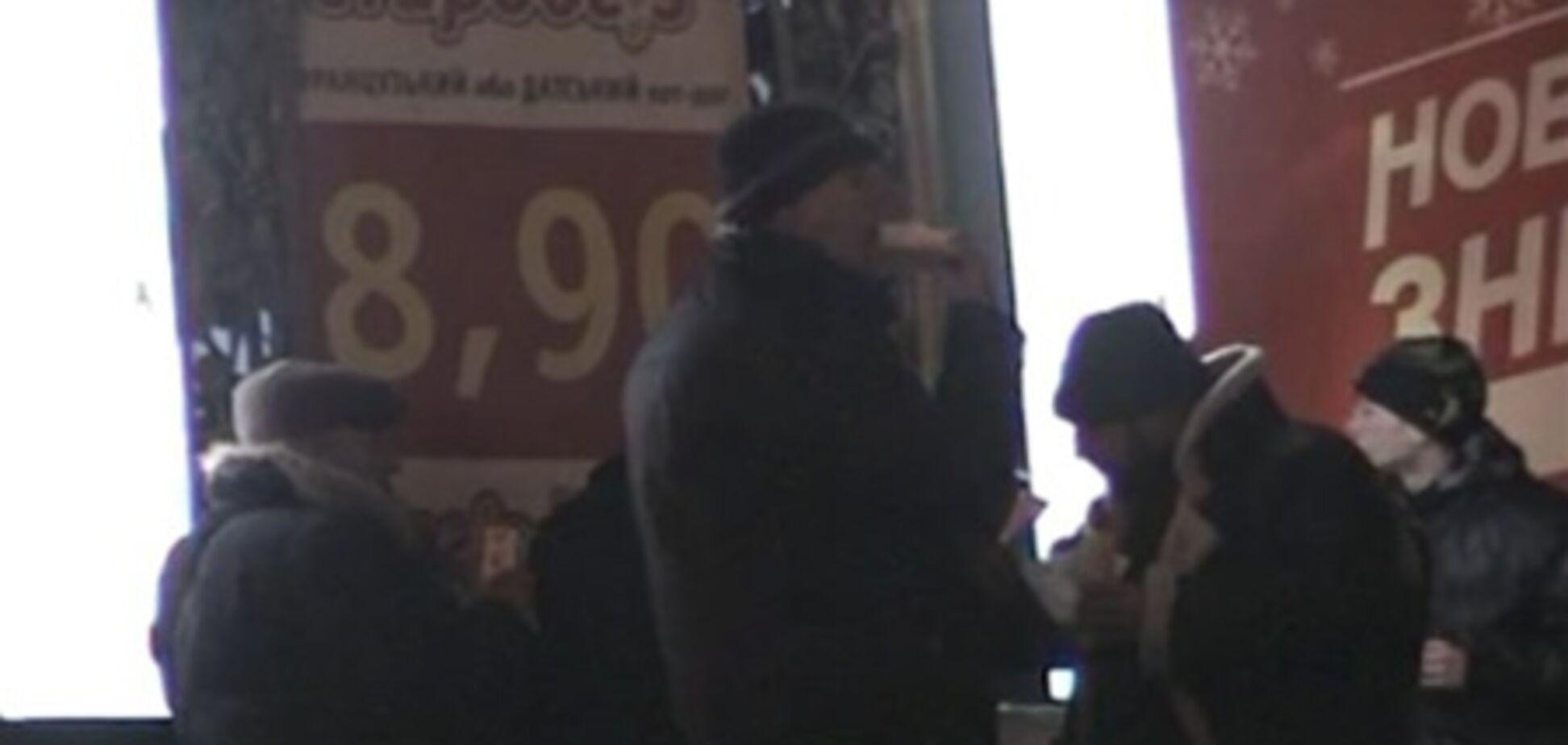 Голодающие чернобыльцы кушают хот-доги. Видео