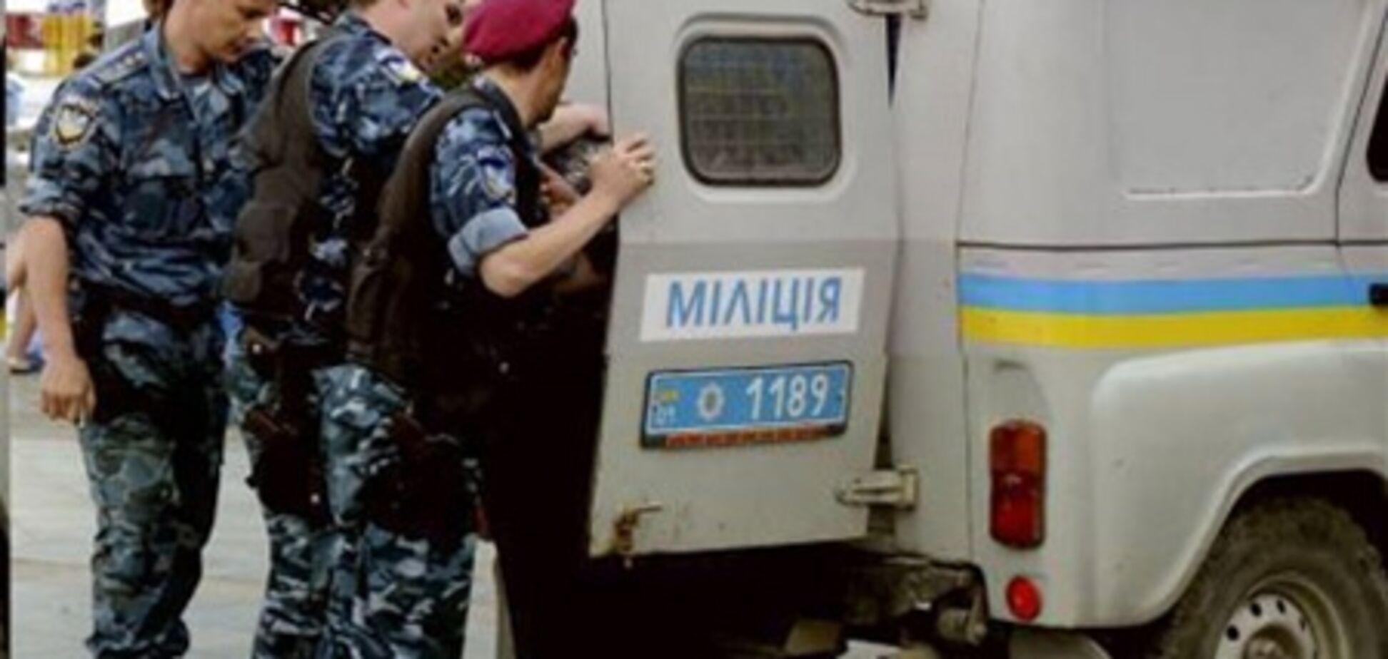 В Киеве мужчина взял в заложники женщину и ее ребенка
