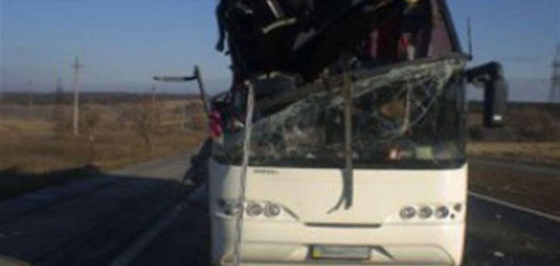 На Одещині відірвався борт Камаза прорізав автобус: є жертви