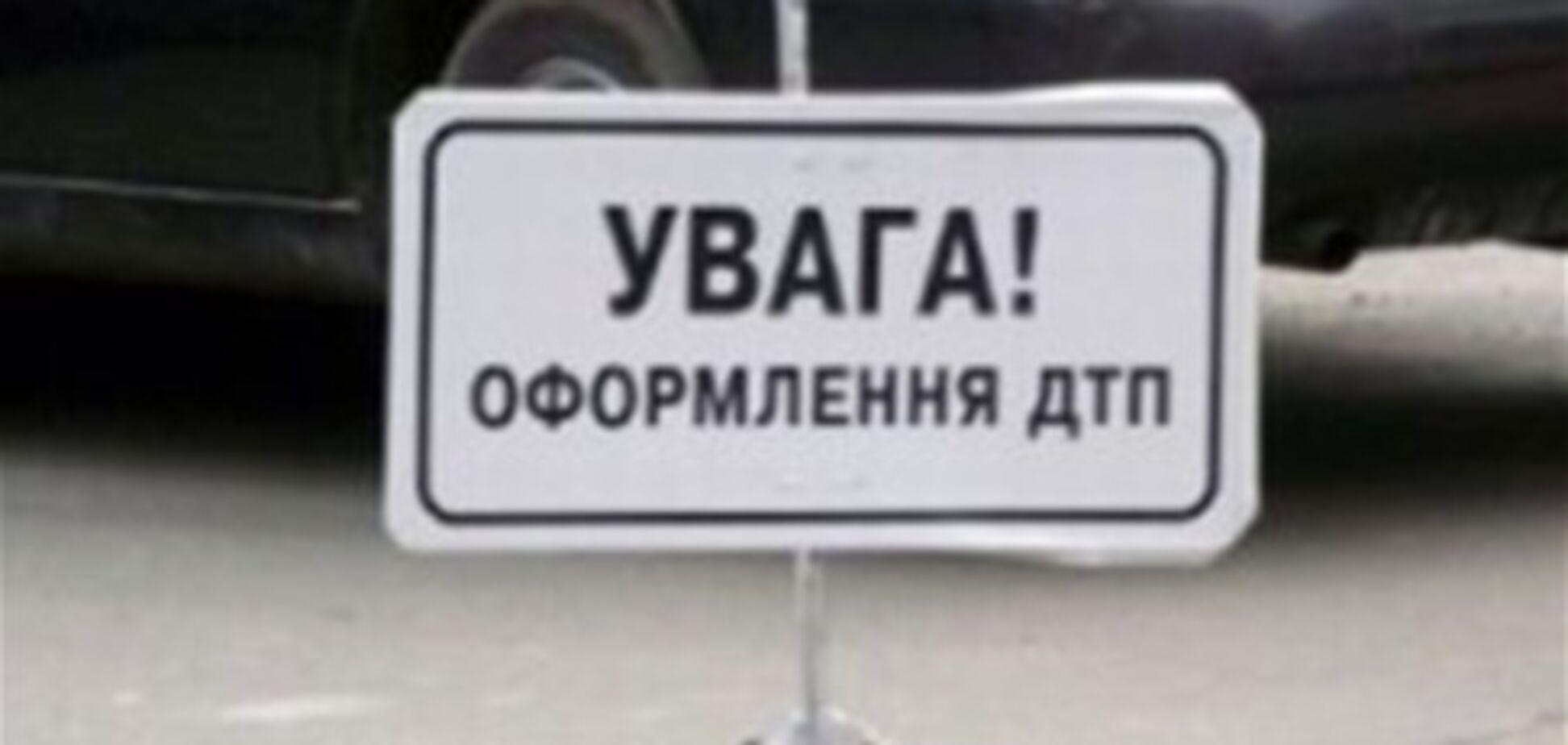 При столкновении иномарки с микроавтобусом на Житомирщине погибли два человека