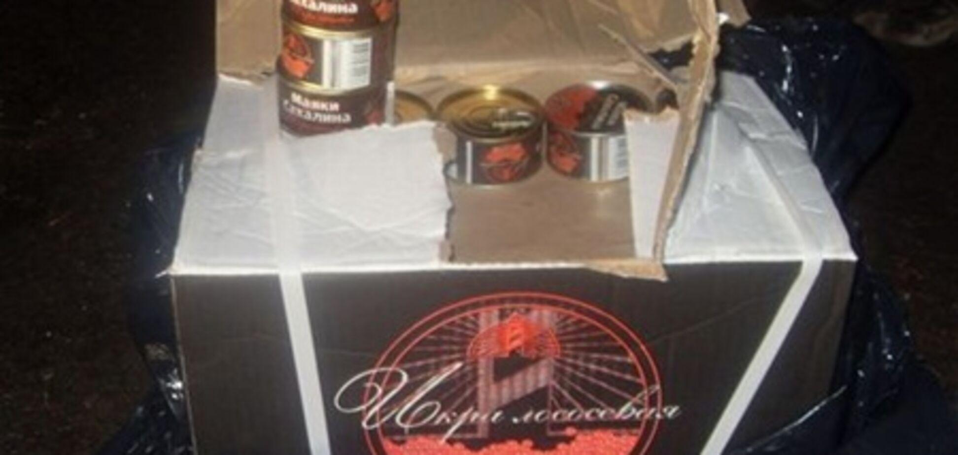Несовершеннолетний россиянин пытался ввезти в Украину 35 кг красной икры