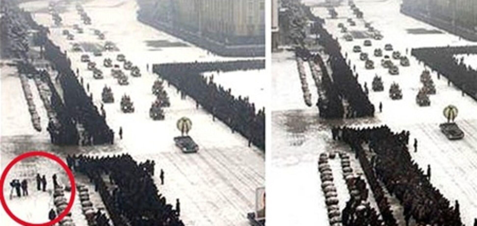 Власти КНДР убрали с фото похорон Ким Чен Ира 'лишних людей'