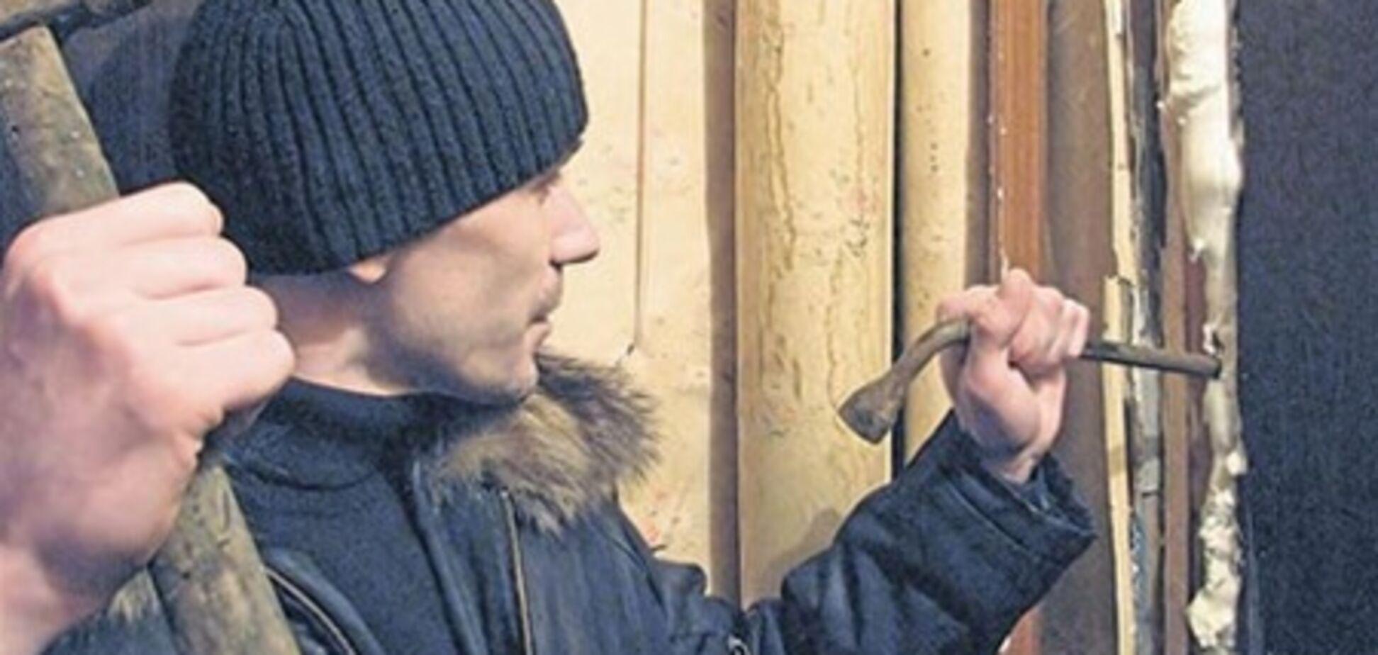 Афера: шахрай забирав у харків'ян квартири за борги