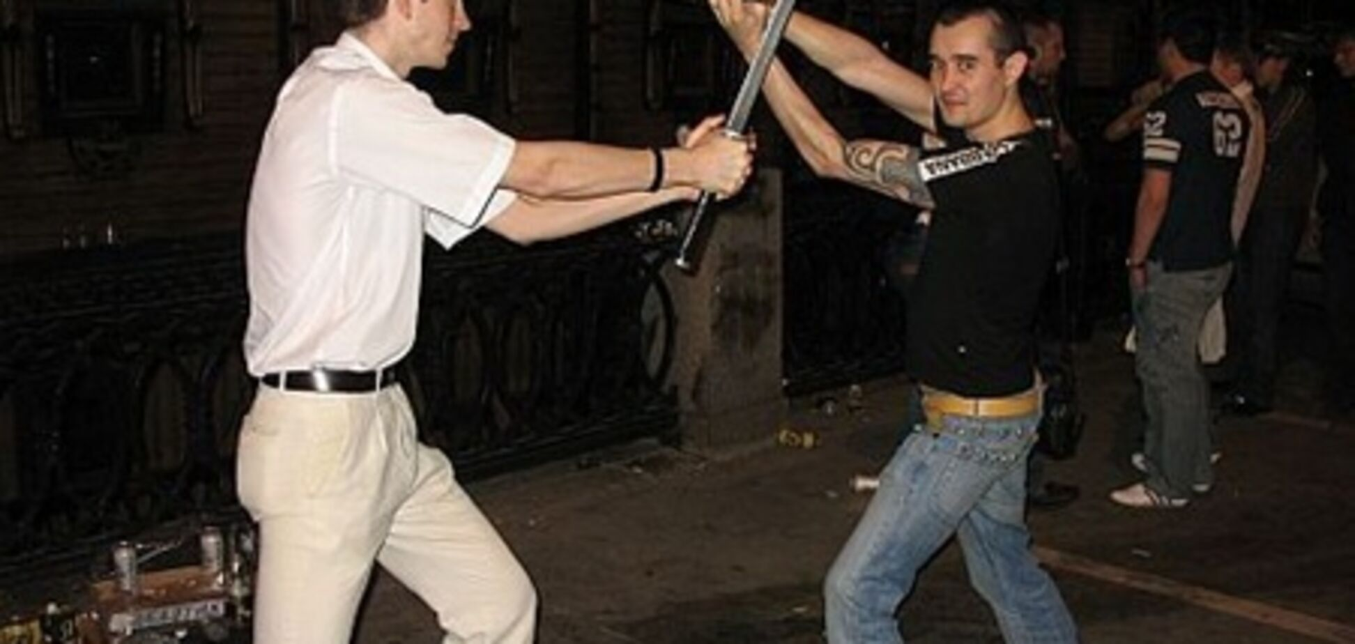 Итогом аварии стала битва на мечах