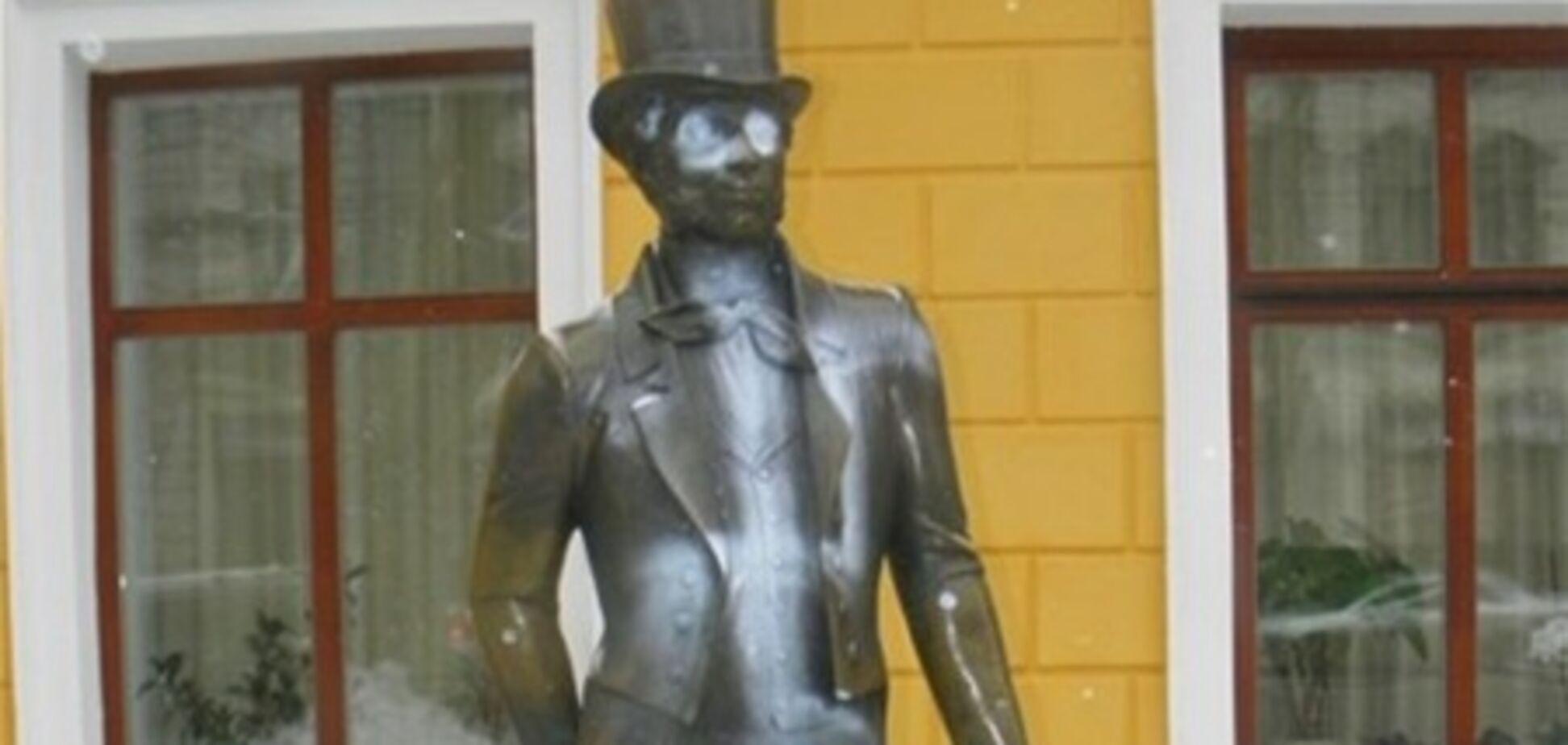 В Одесі поглумилися над пам'ятником Пушкіну. Фото