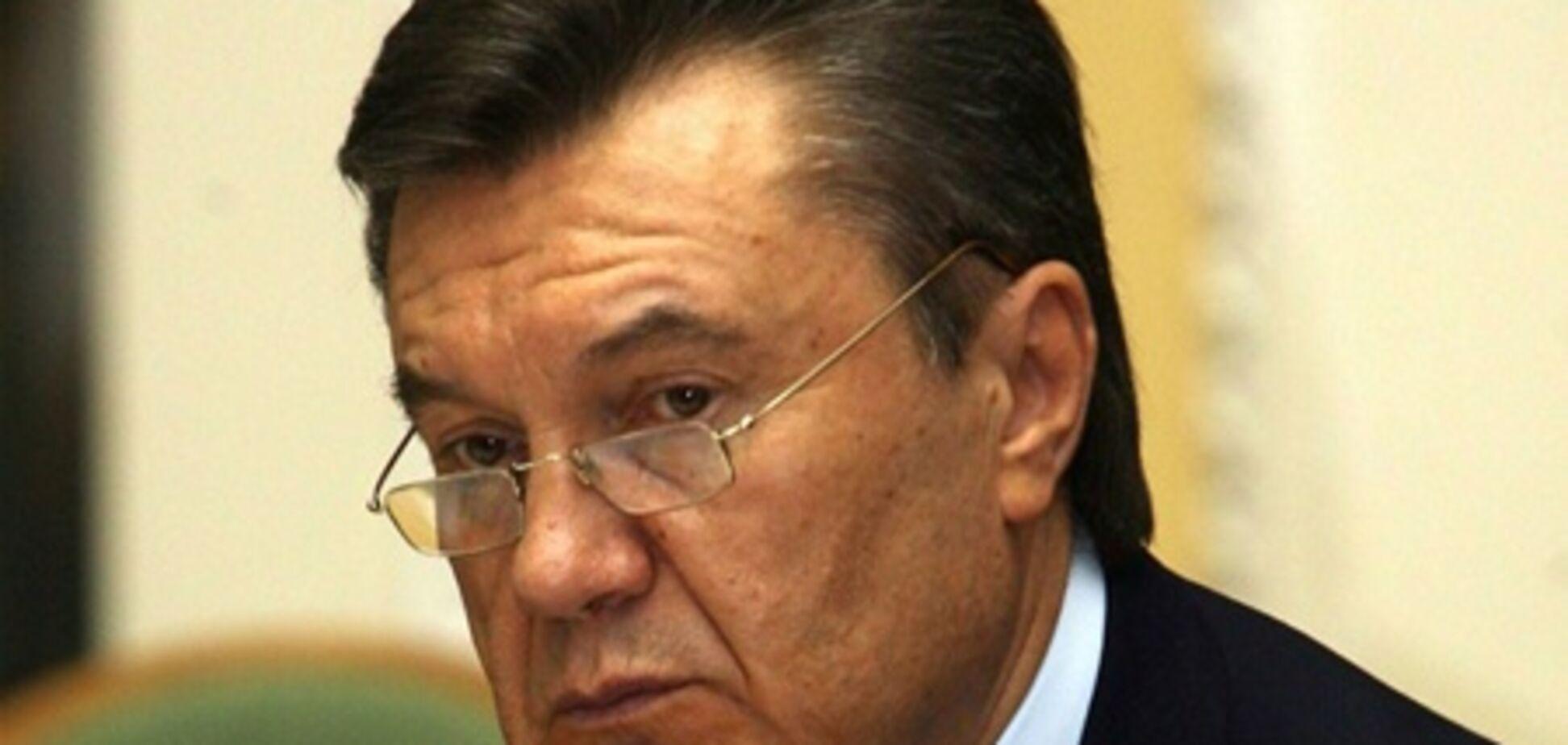 Янукович багато працює над собою - Ніколаєнко