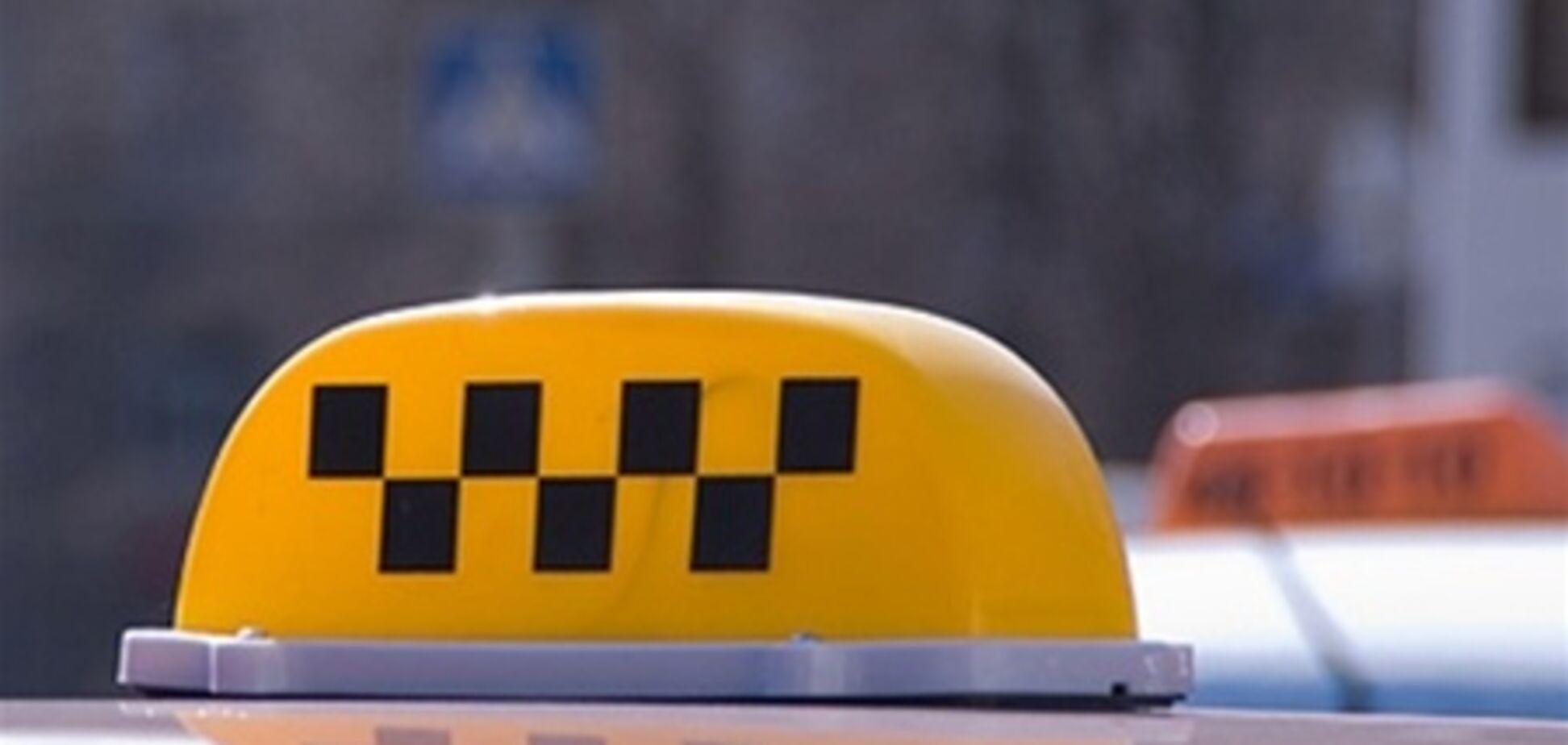 Преступники обворовали киевского таксиста, угрожая саблей