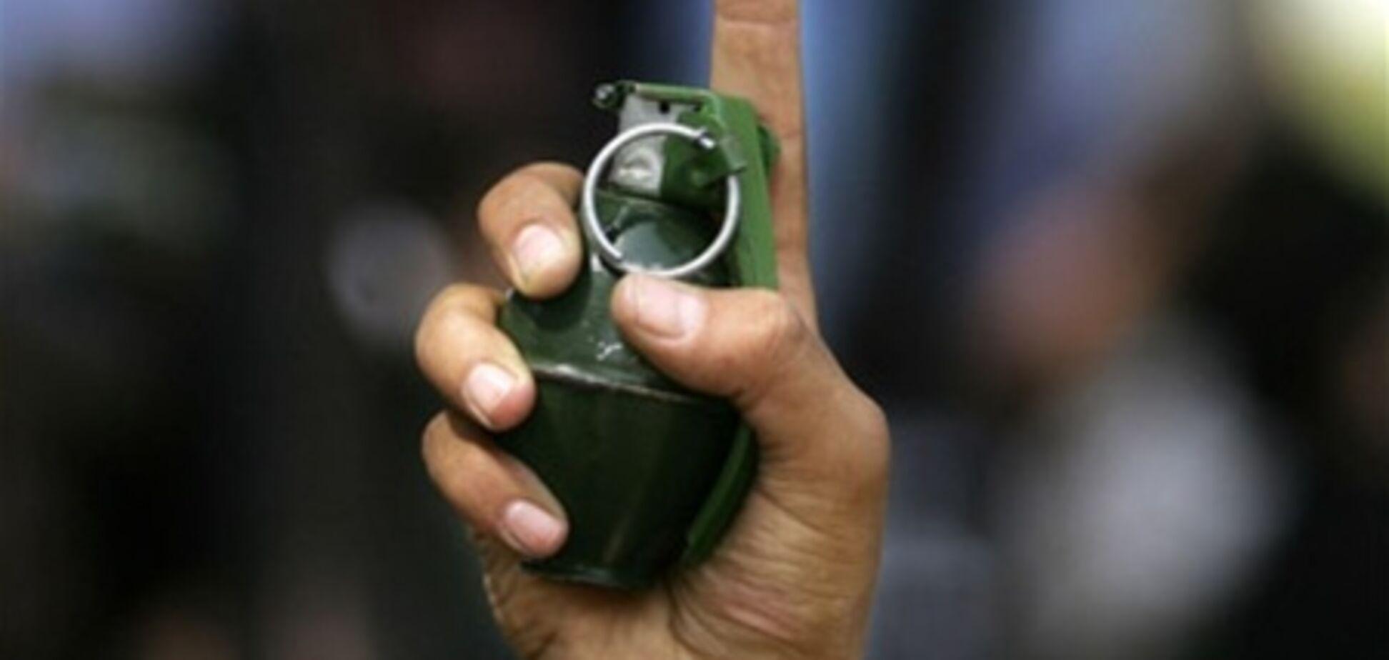 Екс-даішник, який підірвав себе гранатою, попросив зняти його на телефон