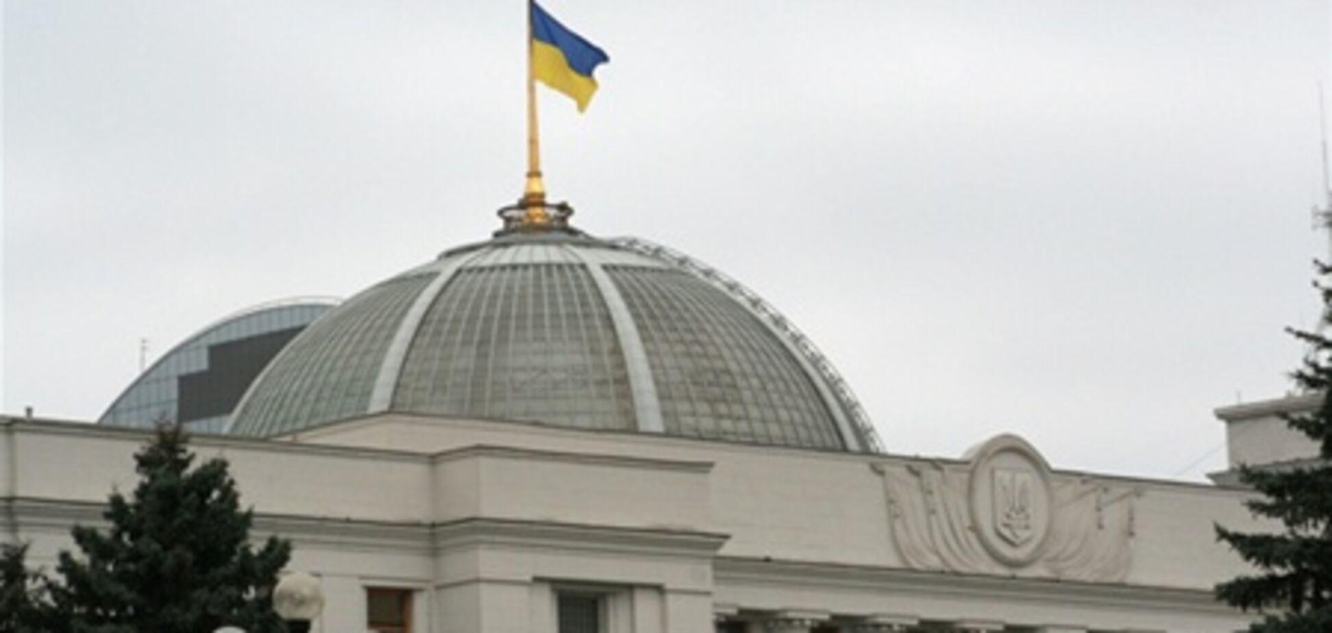 Біля Верховної Ради двірник знайшов предмет, схожий на бомбу
