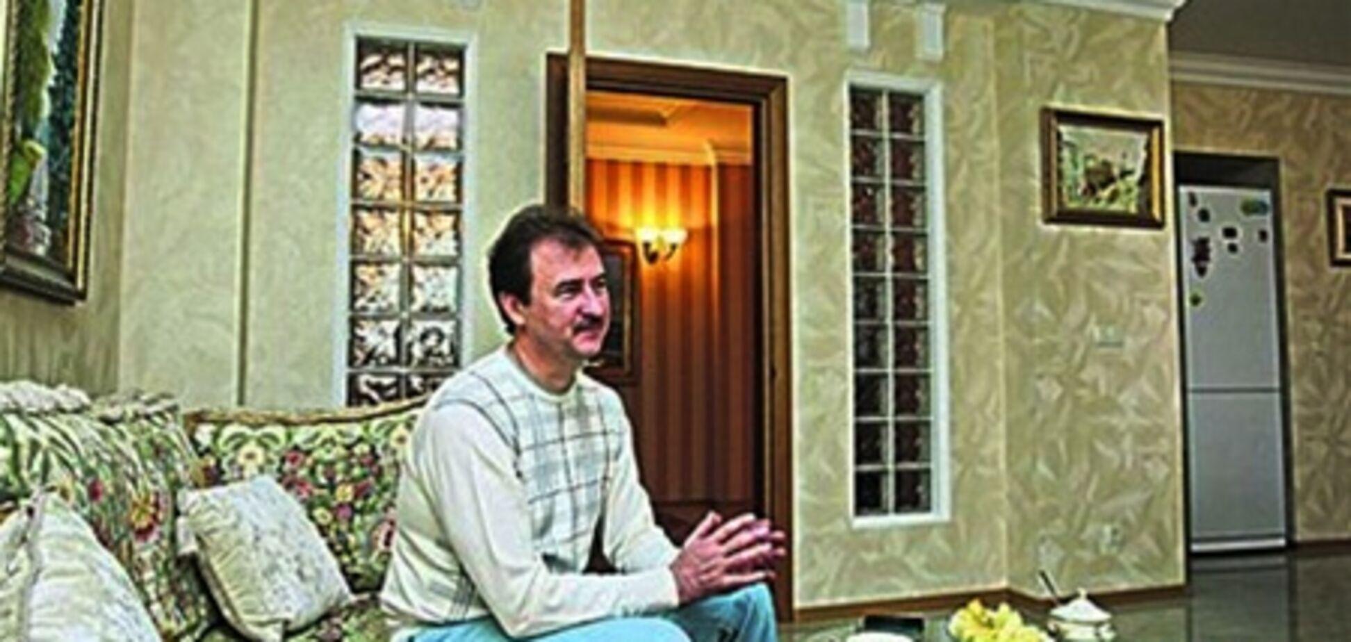 Глава КГГА Попов рассказал о соседях и показал 'скромный' дом