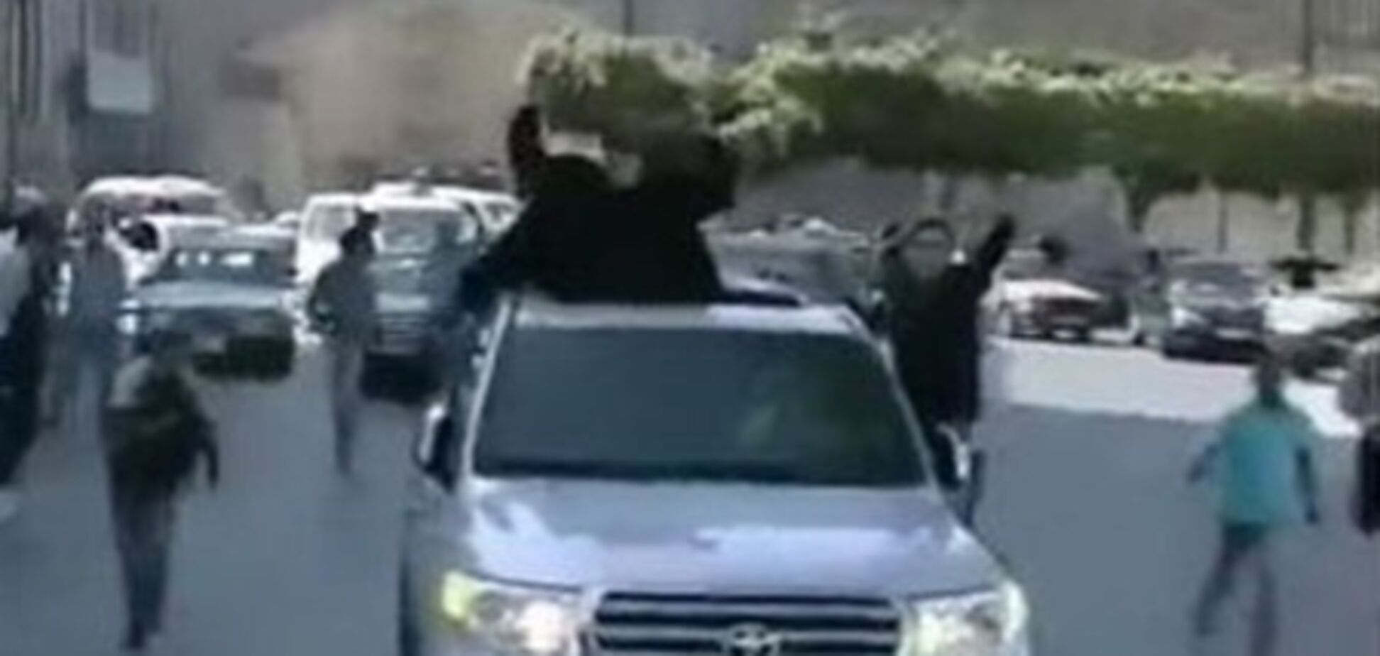 Каддафі на джипі переїхав свого прихильника. Відео