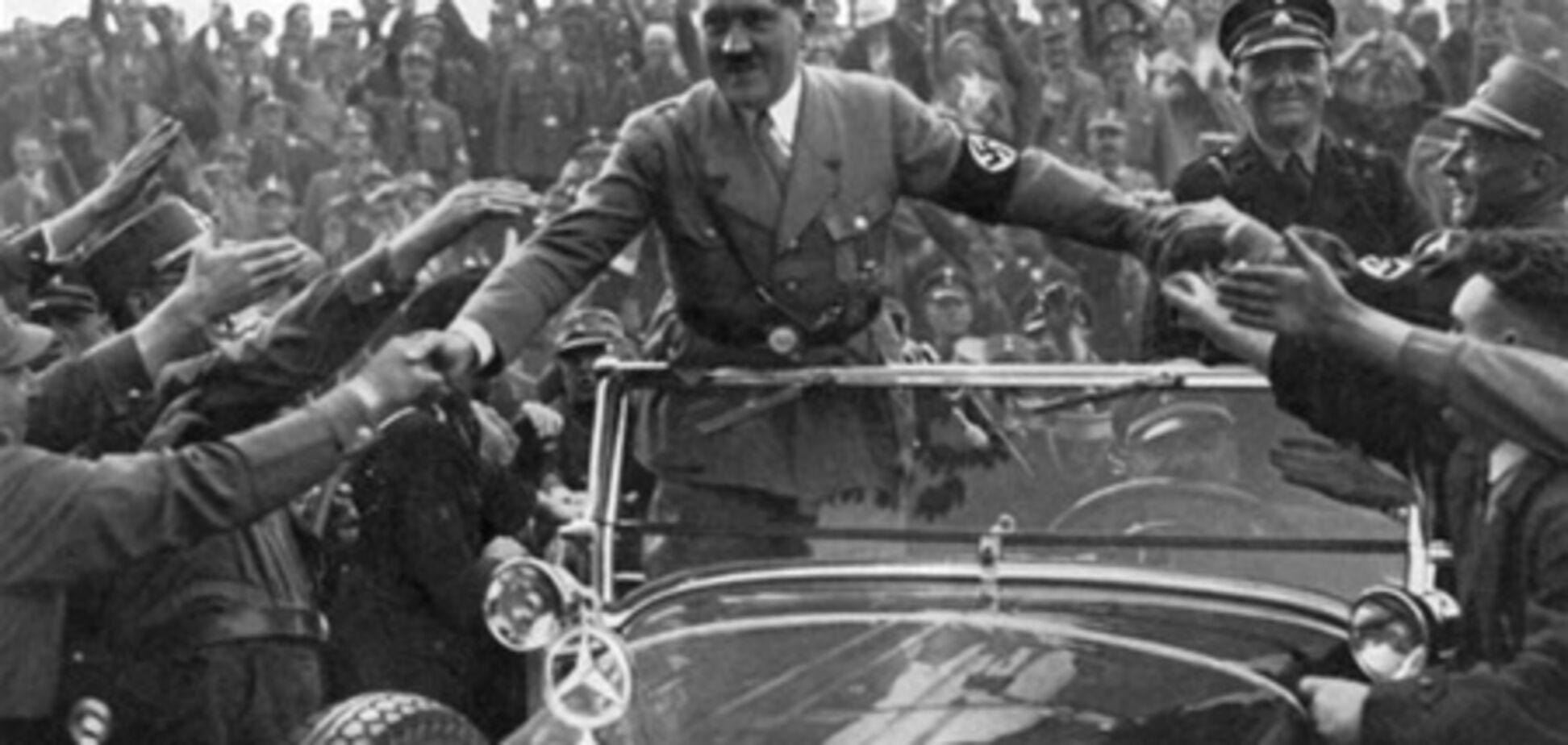У Москві на в'їзді в тунель повісили плакат з поздоровленням дідусеві Гітлеру