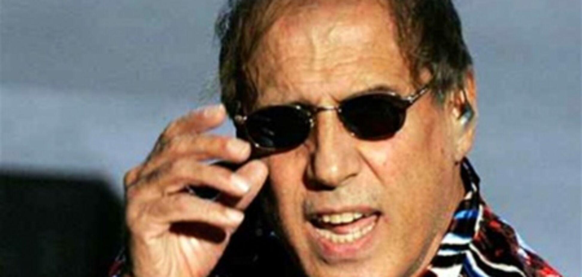 Челентано призвал коммунистов и фашистов к объединению против Берлускони