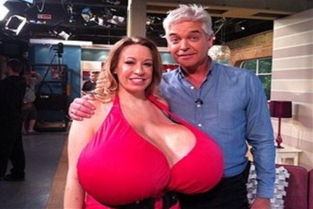 женщина с самой большая грудью