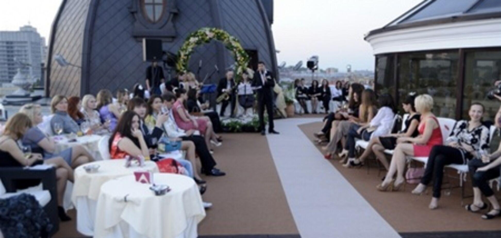 На крыше отеля… свадебный переполох!