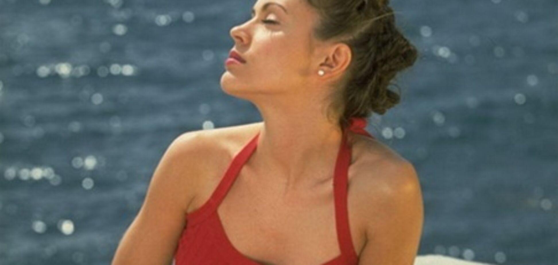 Алисса Милано в клетчатых штанишках образца 1996 года