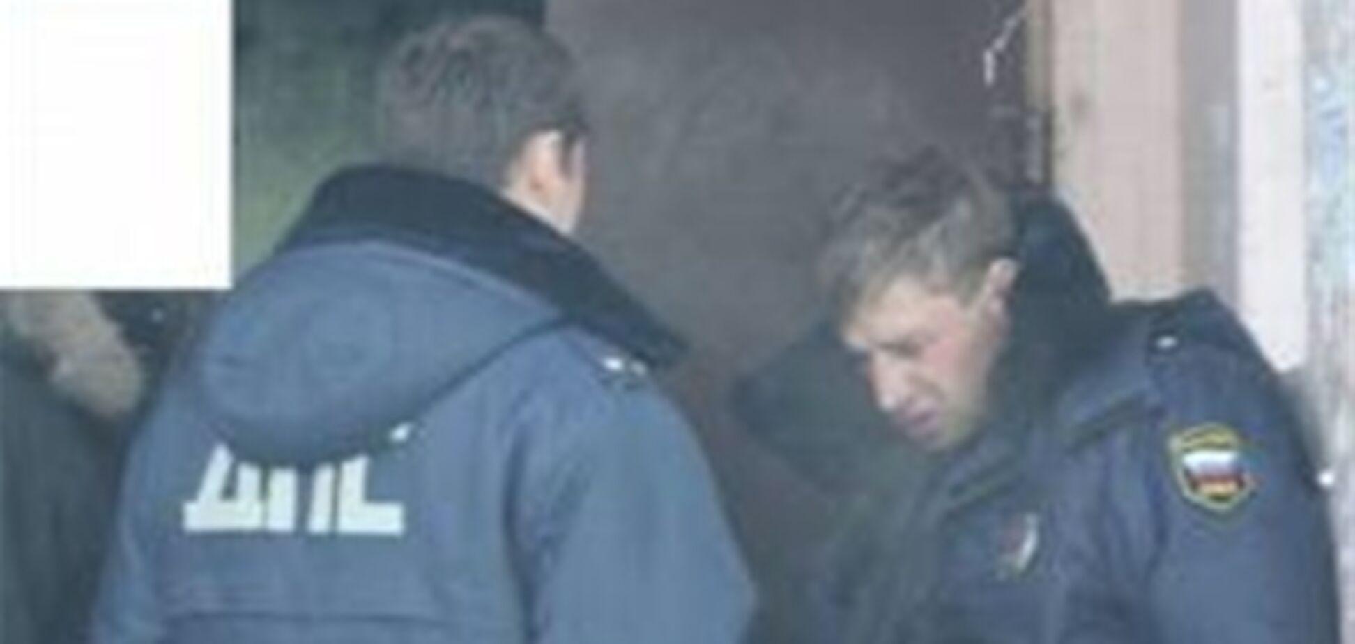 Новый скандал в милиции: пьяный полковник справил нужду прямо у кабинета. Видео