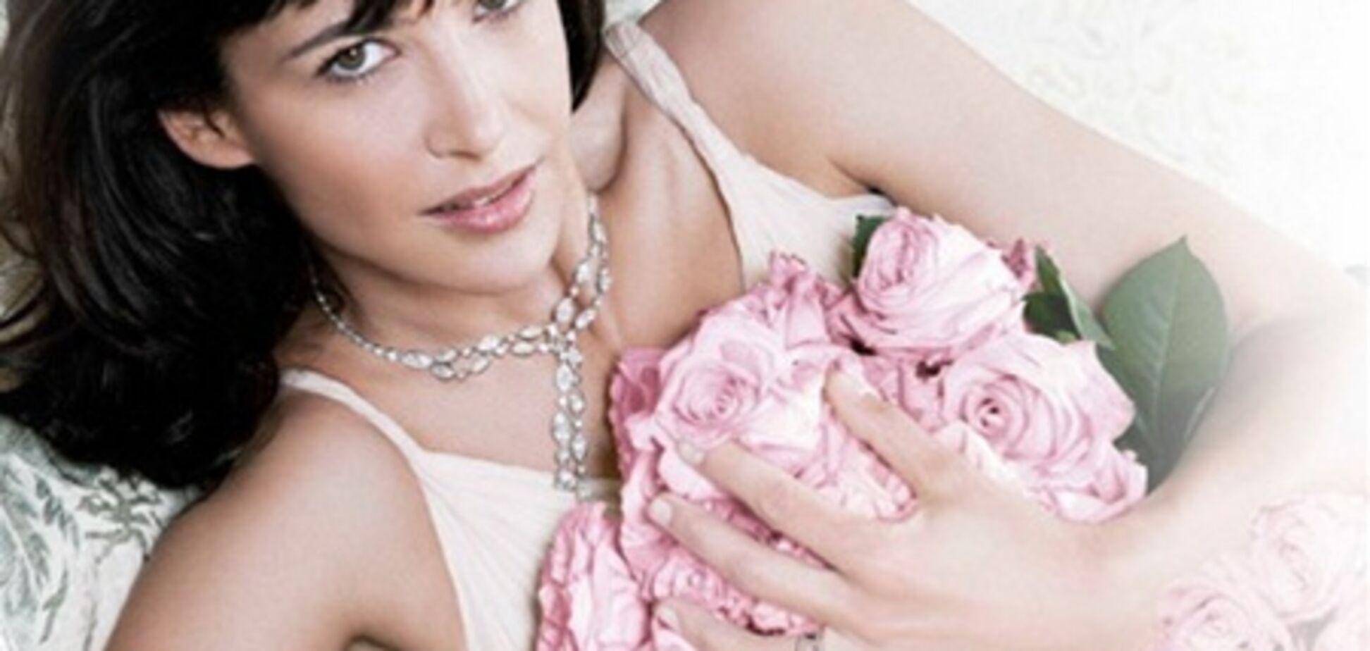 Софи Марсо и розовые розы