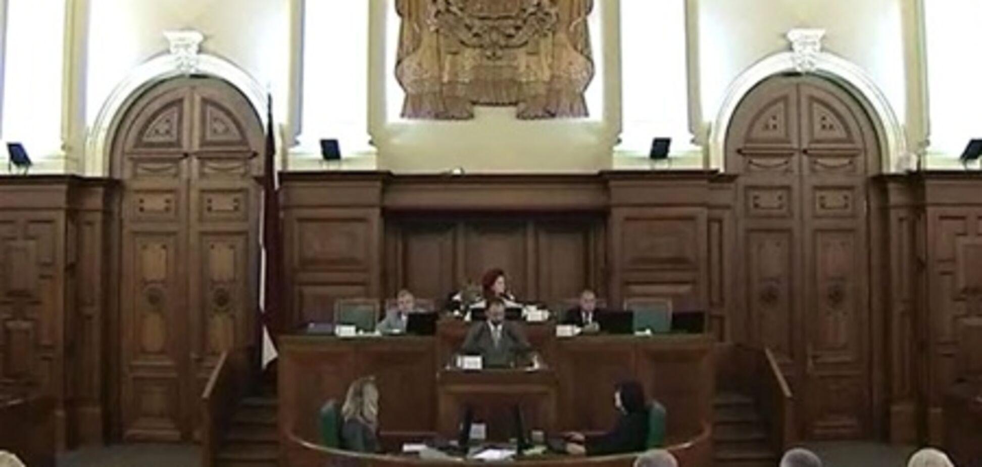 Граждане Латвии проголосовали за роспуск парламента из-за коррупции