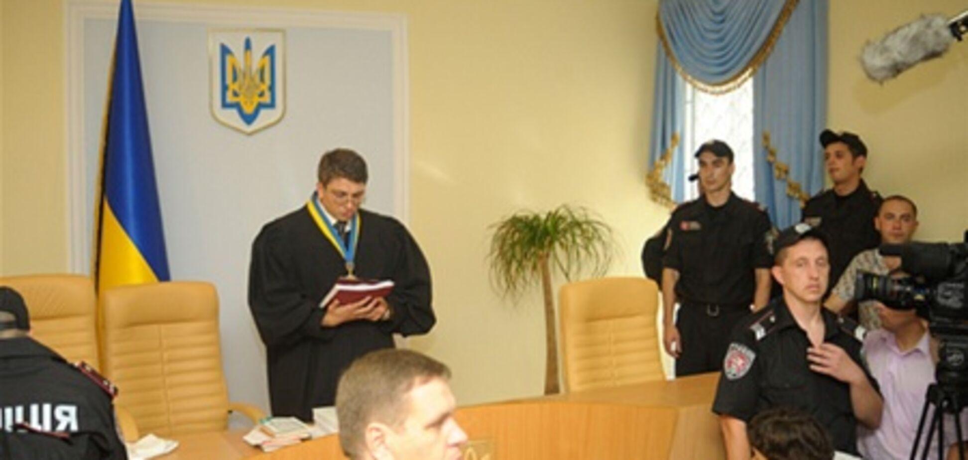 Суд не разрешил Власенко защищать Тимошенко