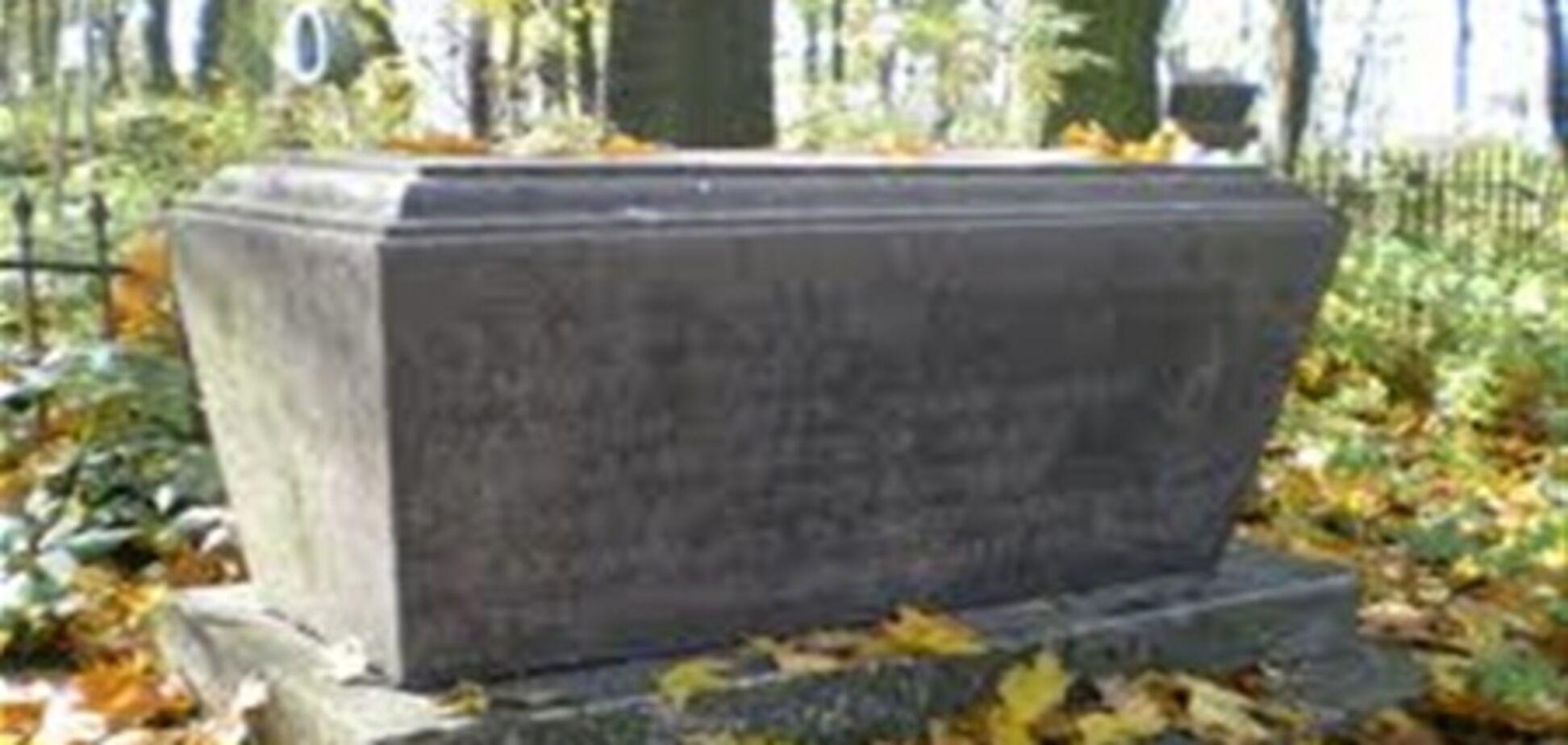 В Москве бордюры делают из надгробий