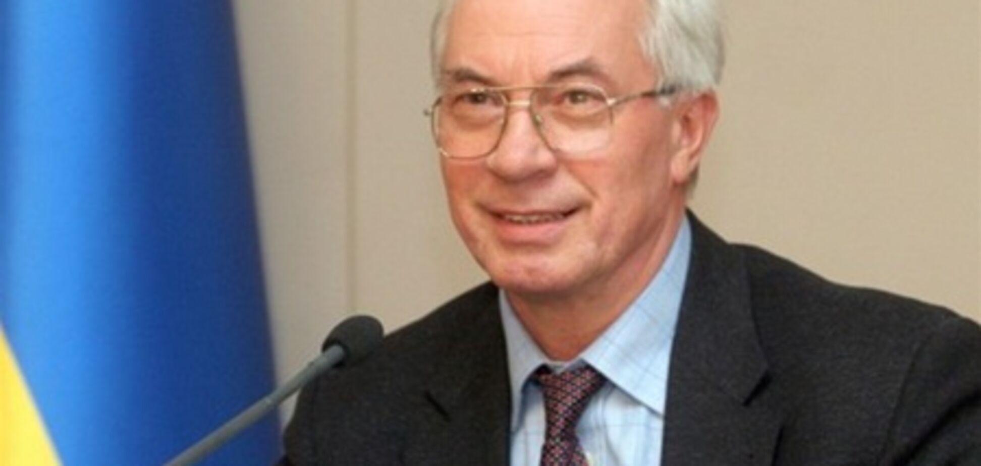 Азаров поручил повысить зарплаты бюджетникам с 1 сентября 2011 года