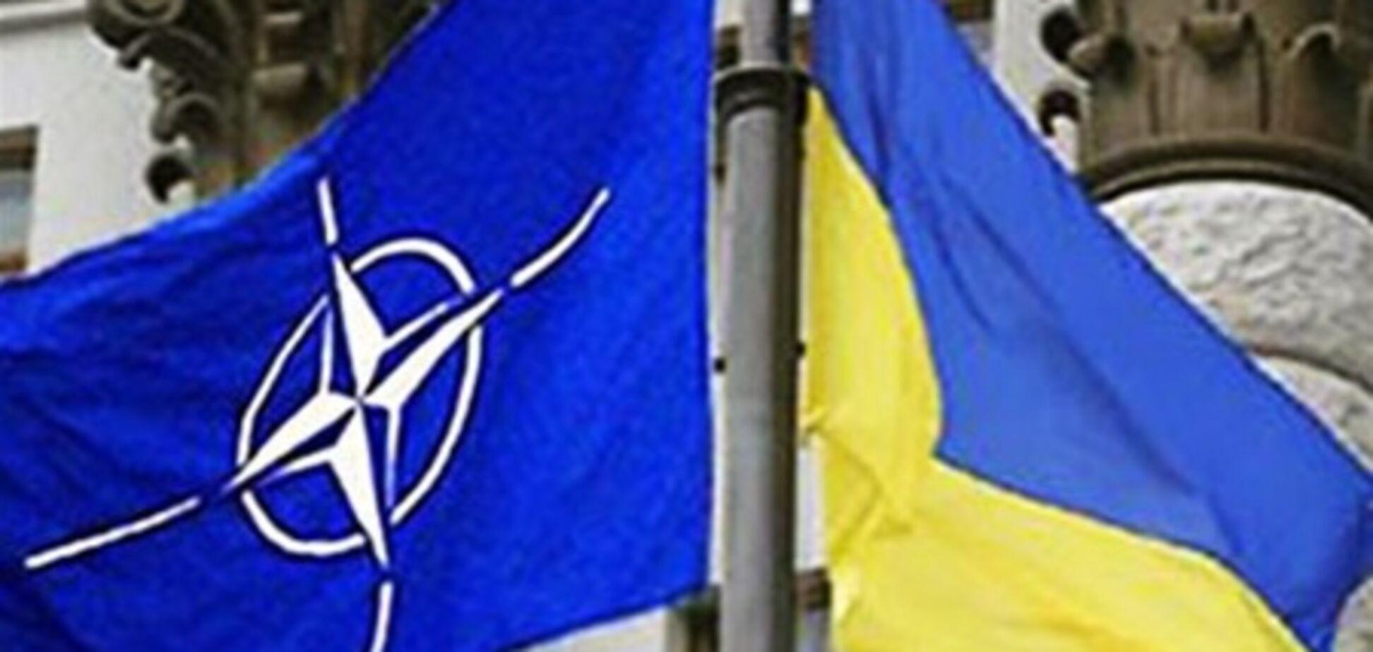 Україна в НАТО не йде, але НАТО вже в Україні