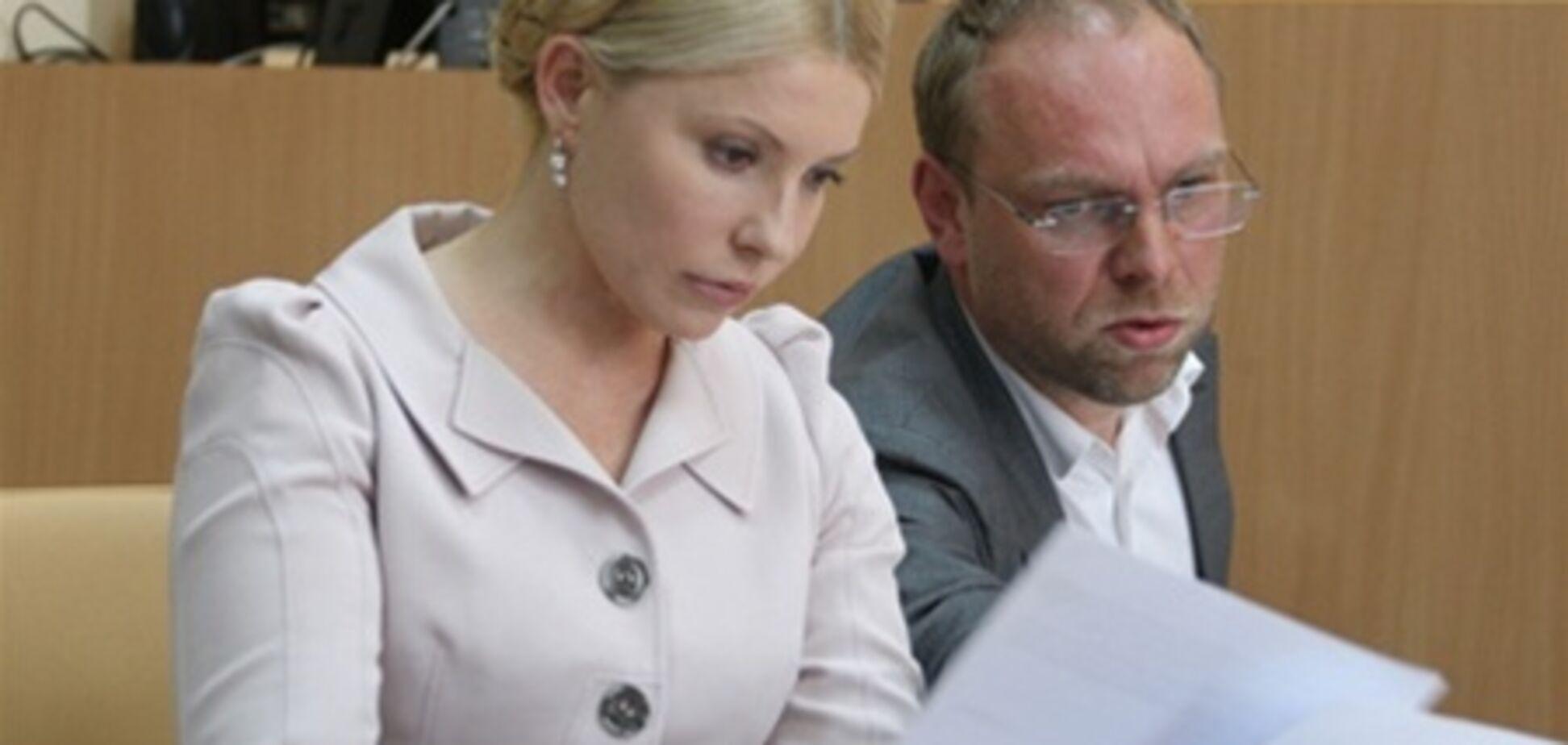 Тимошенко просит суд вернуть ей Власенко