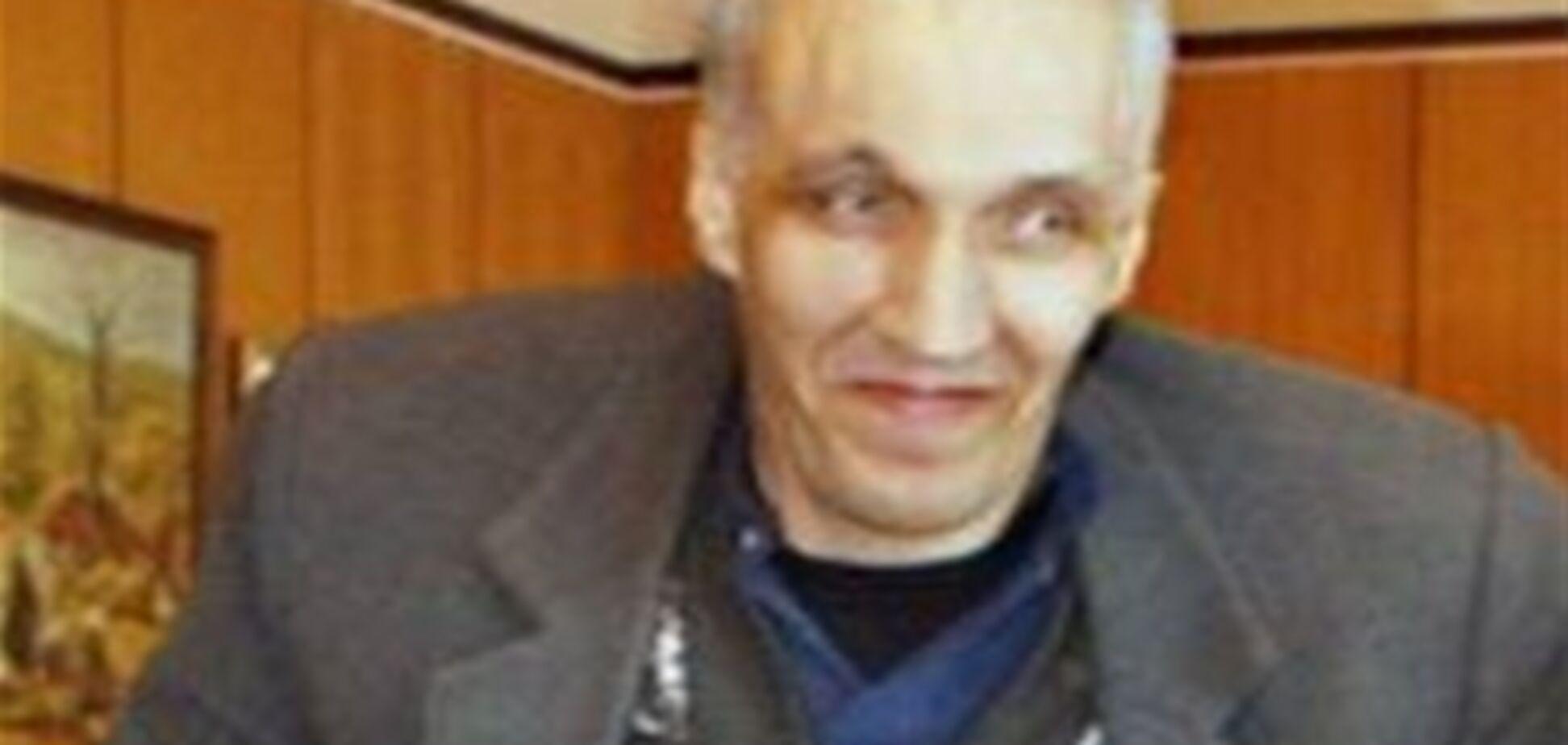 Самый высокий человек России медленно умирает без помощи