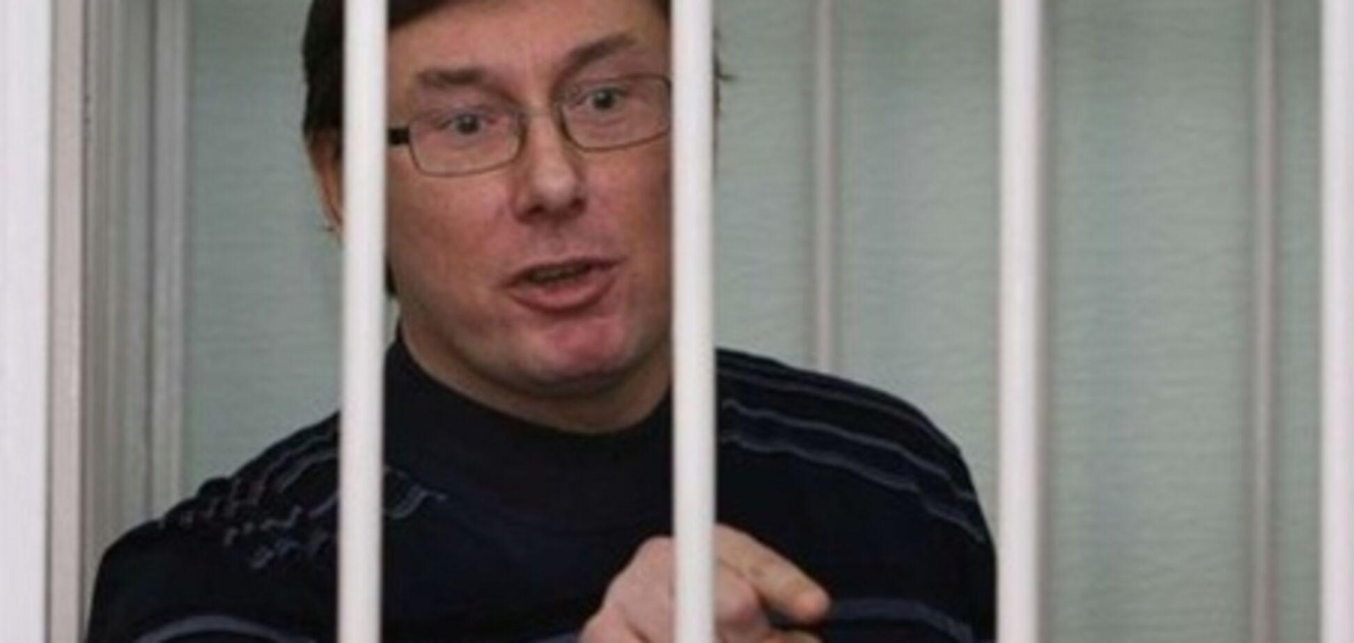Адвокат Луценко ушел в отпуск в разгар судебного процесса