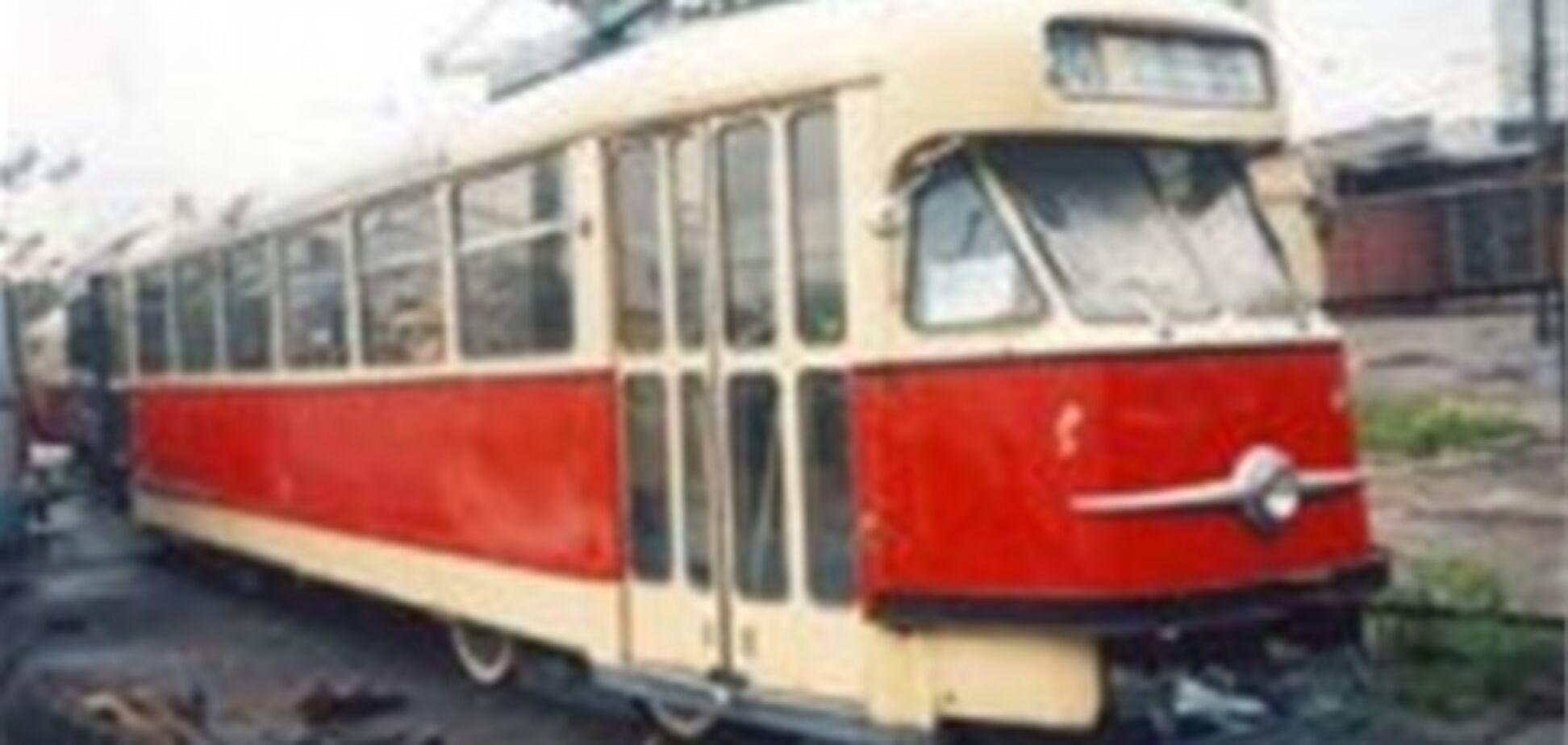 На Донетчине агрессивный шофер избил водителя трамвая за его просьбу убрать машину с путей