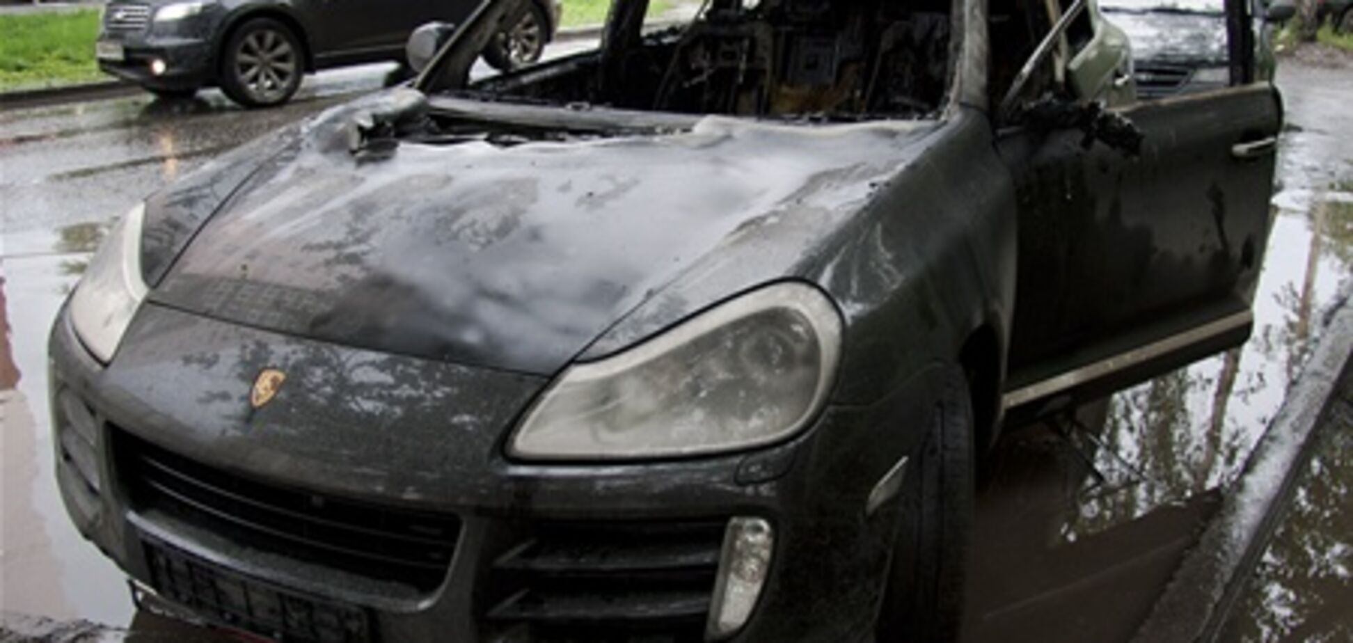 В Киеве сожгли Porsche Cayenne