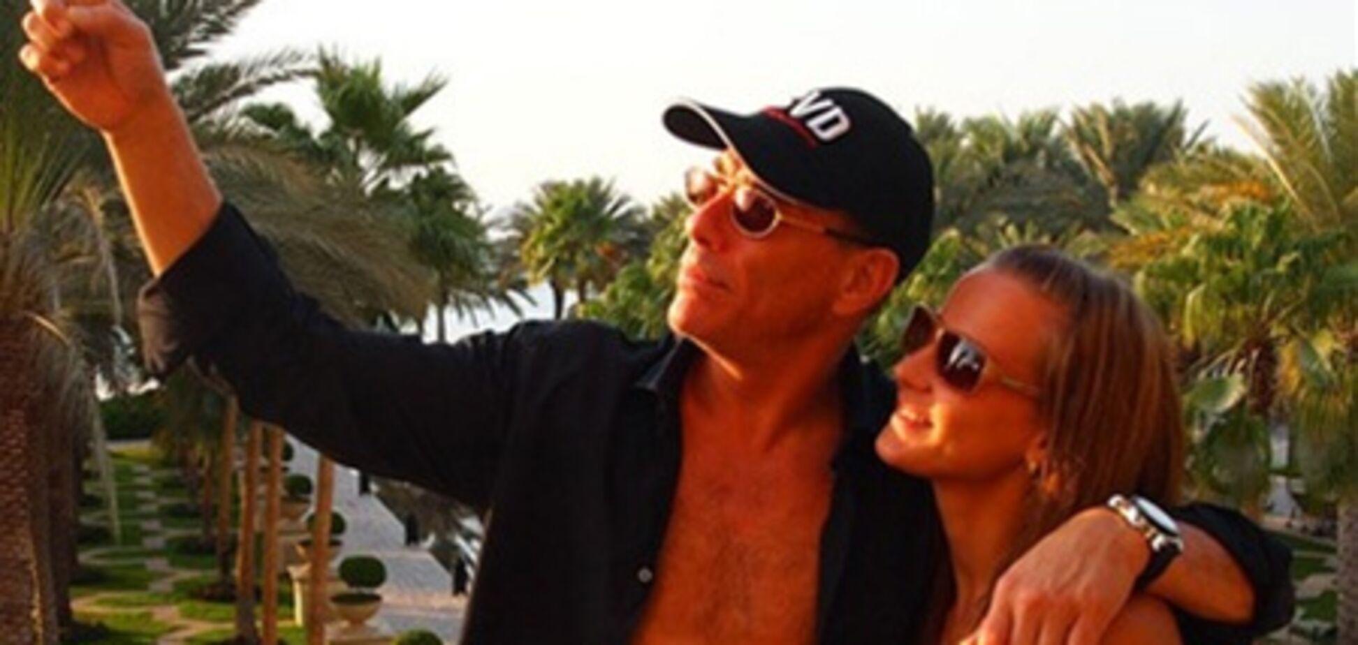 Украинская любовница Ван Дамма выложила в сеть сексуальные фото