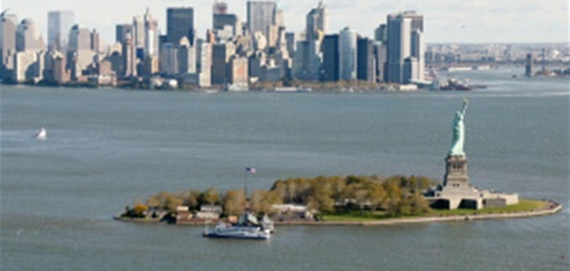 Овчарка решила спастись от жары в Нью-Йорке, уплыв в океан