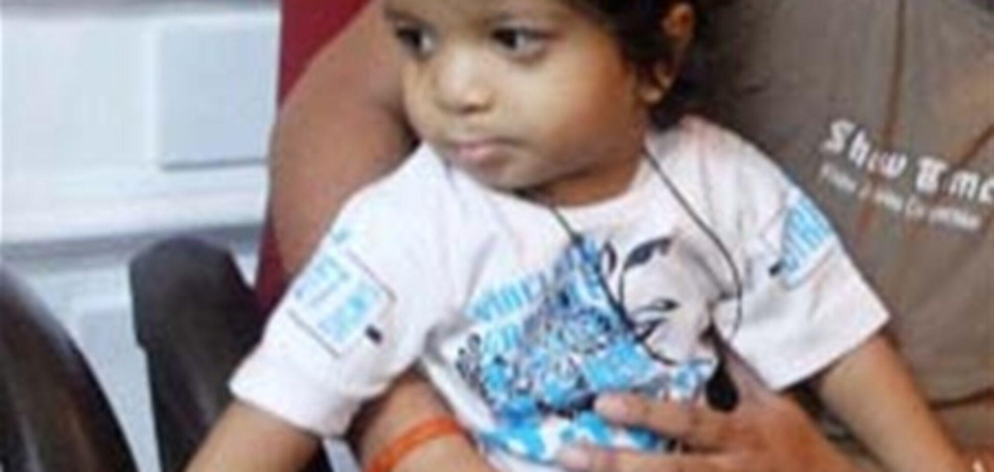 Годовалый младенец побил мировой рекорд по числу пальцев. ФОТО