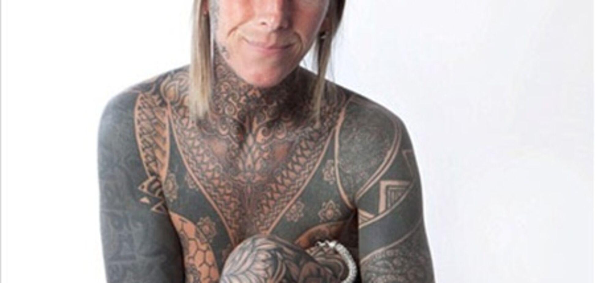 Радуясь разводу, женщина нанесла татуировки на все тело