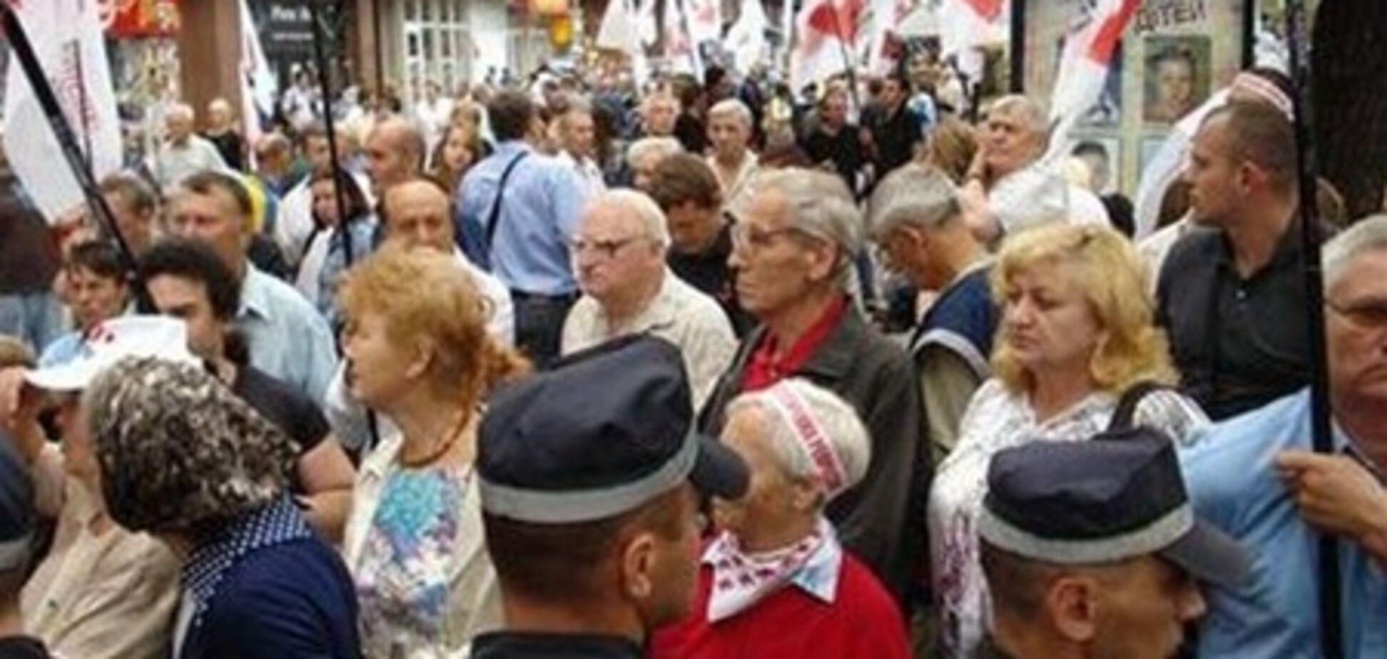 «Батькивщина» тратит 120-150 тысяч гривен на один митинг под Печерским судом