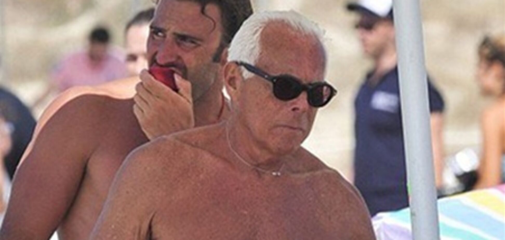 77-летний Армани выглядит вдвое моложе. Фото