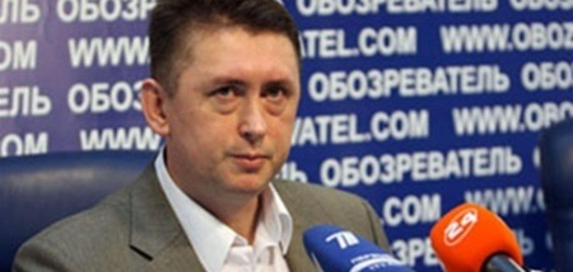 Мельниченко має намір відсудити військові звання у Кравченка