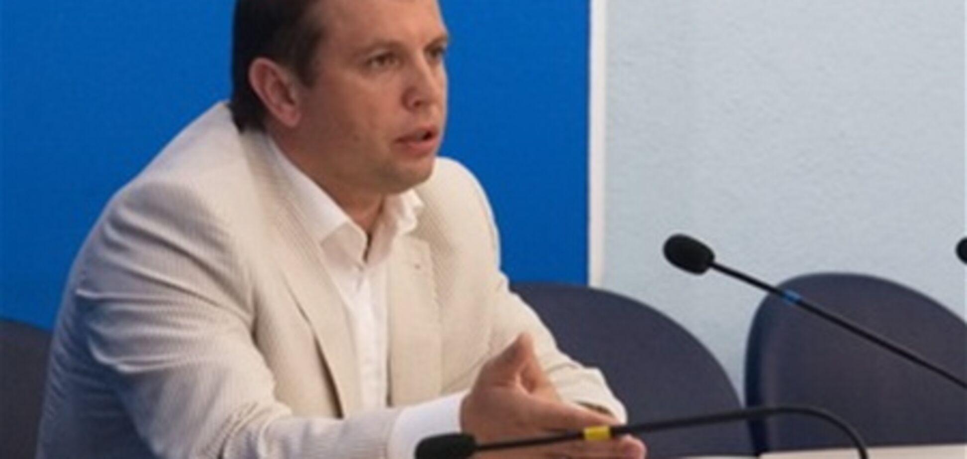 Микола Кобзов: за лаштунками цирку