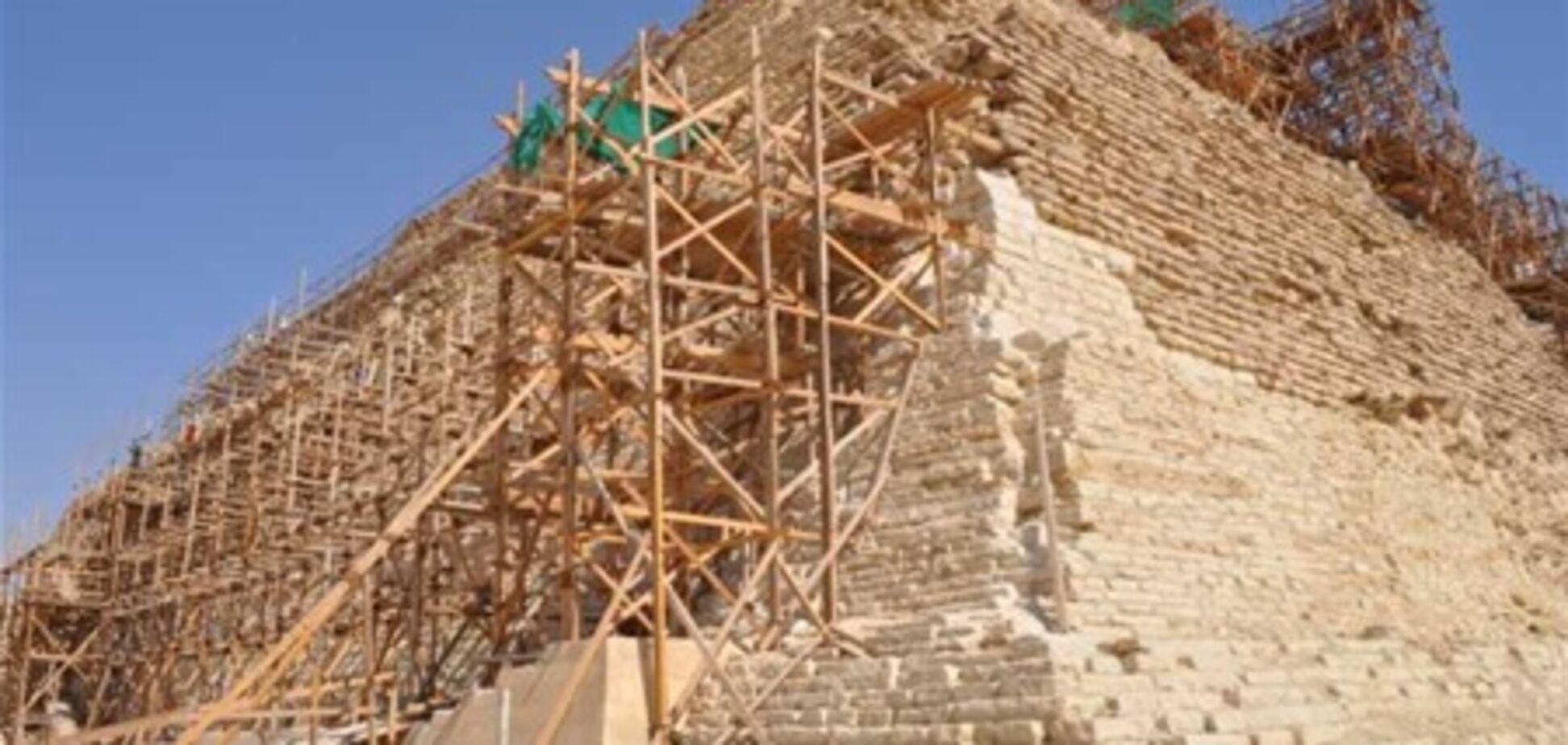 Древнейшая пирамида Египта оказалась под угрозой обрушения