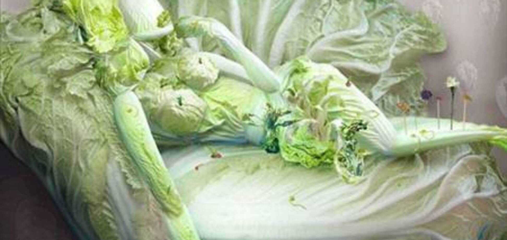 Скульптура из китайской капусты
