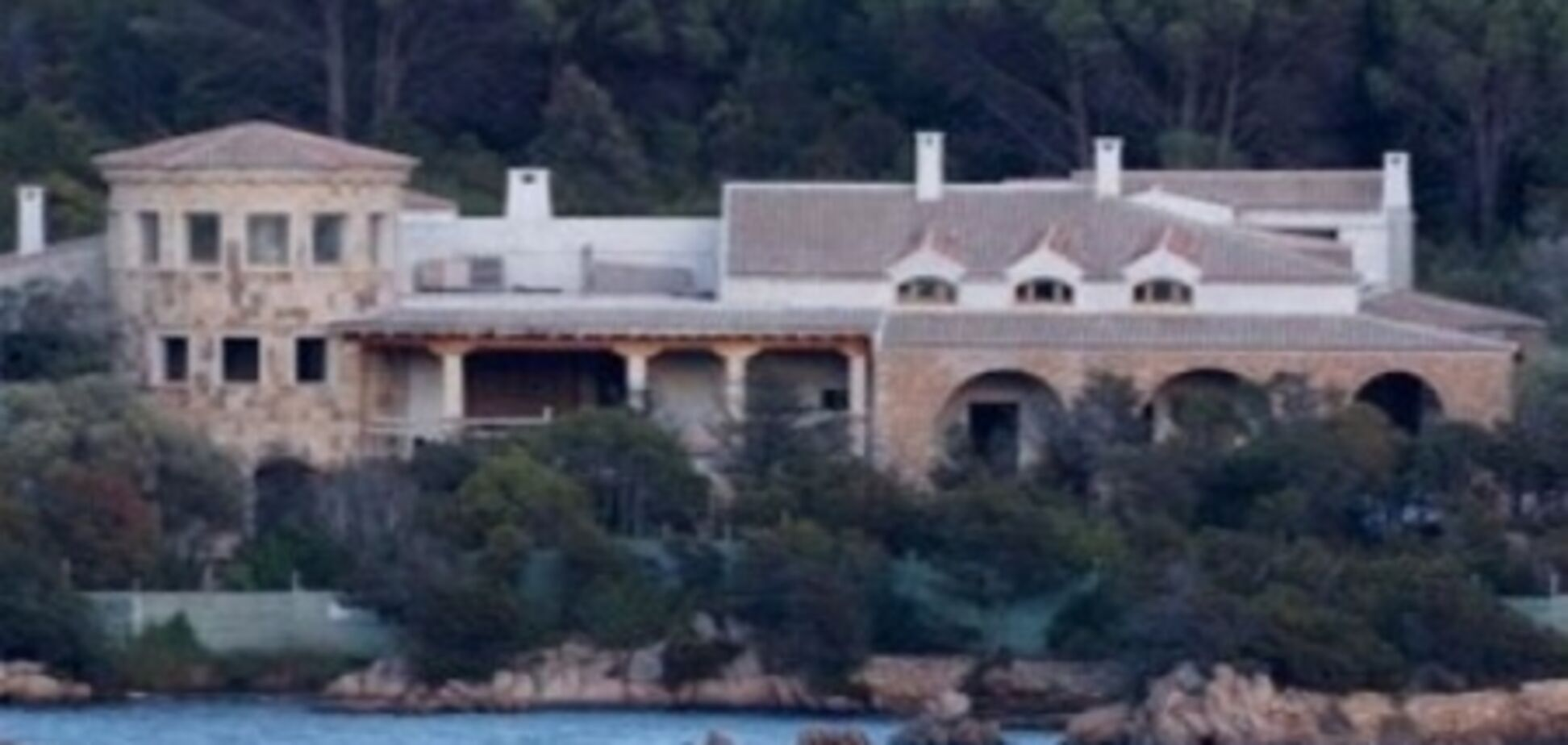Неразбериха с арестованной виллой Абрамовича на Сардинии прояснилась