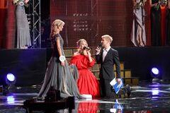 'Мисс Украина - 2011': Собчак упала на колени перед одной из красавиц