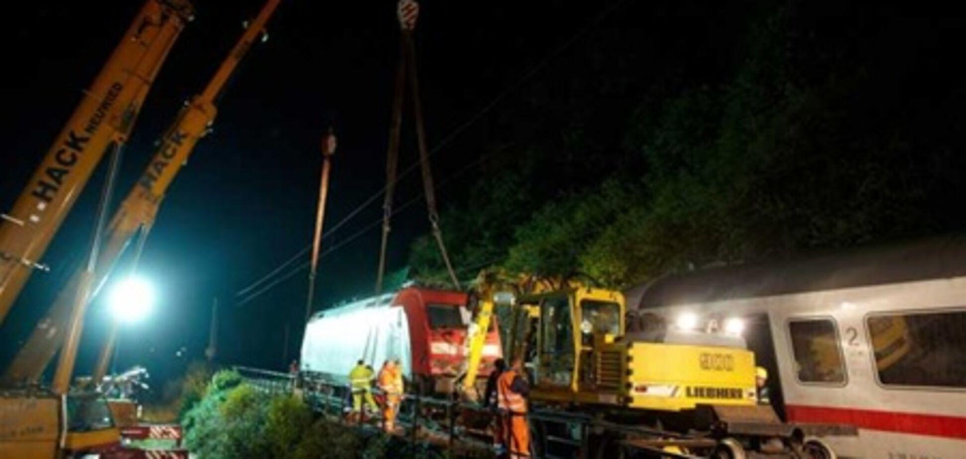 Поезд с 800 пассажирами сошел с рельсов в Германии. Фото