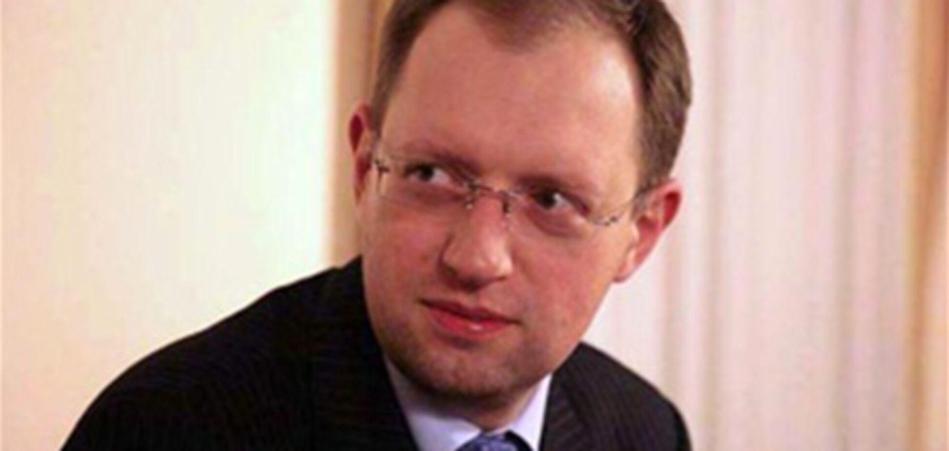 Яценюк передал Тимошенко в СИЗО молитвенник