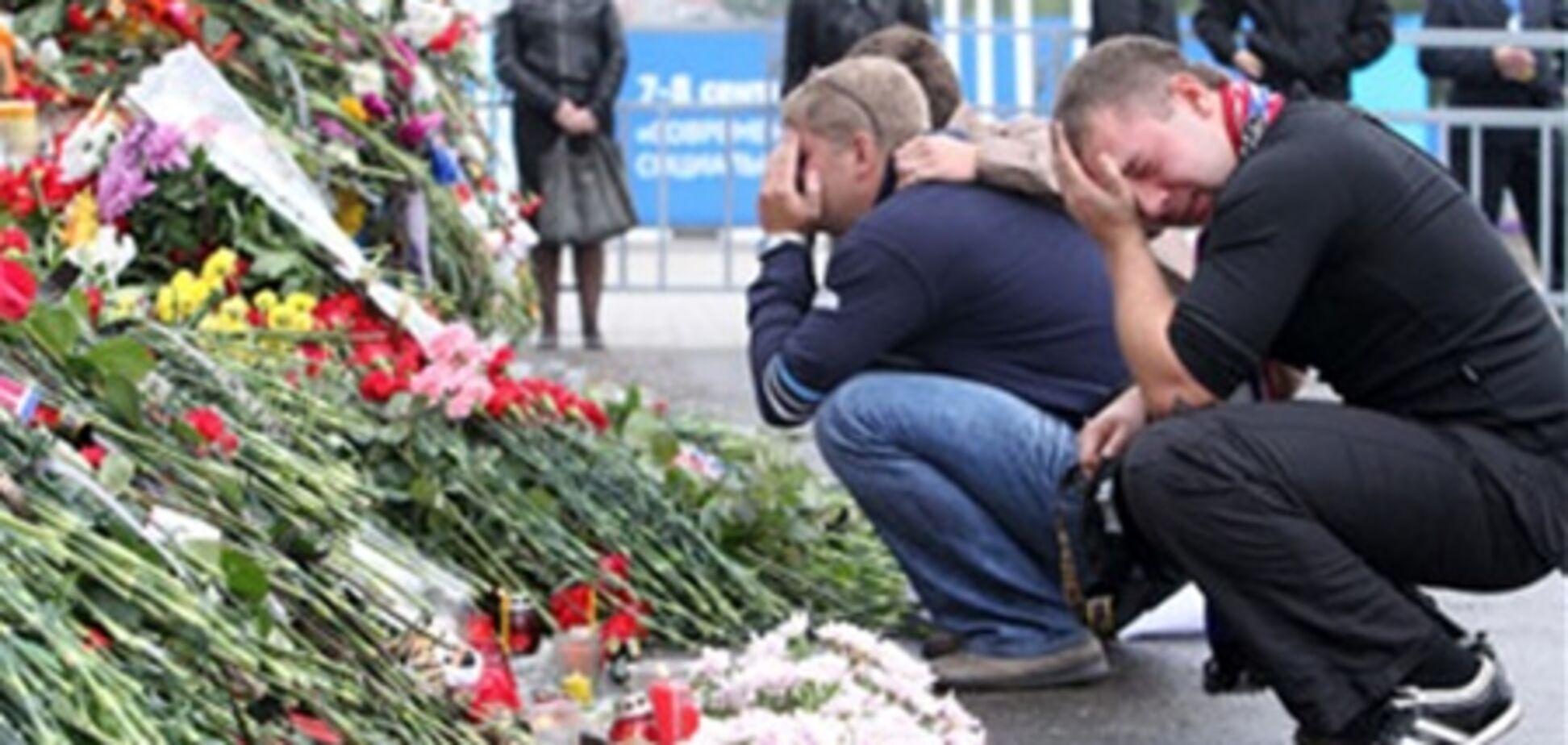 Торговцы взвинтили цены на цветы в день похорон хоккеиста Галимова