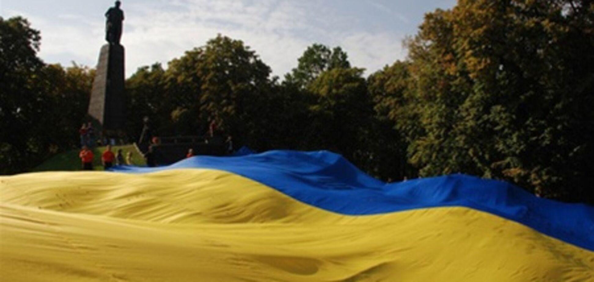 В Луганске запретили пугать Кирилла самым большим флагом Украины