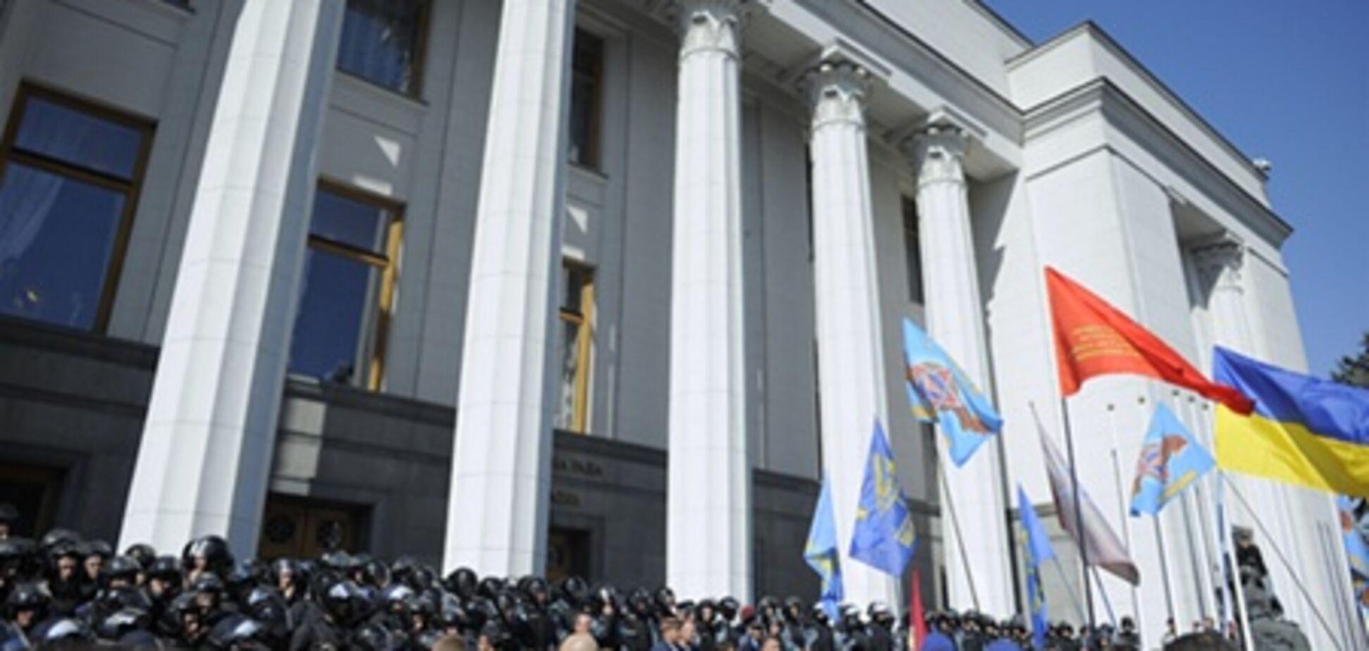 Кабмін домовився з протестуючими про створення робочої групи